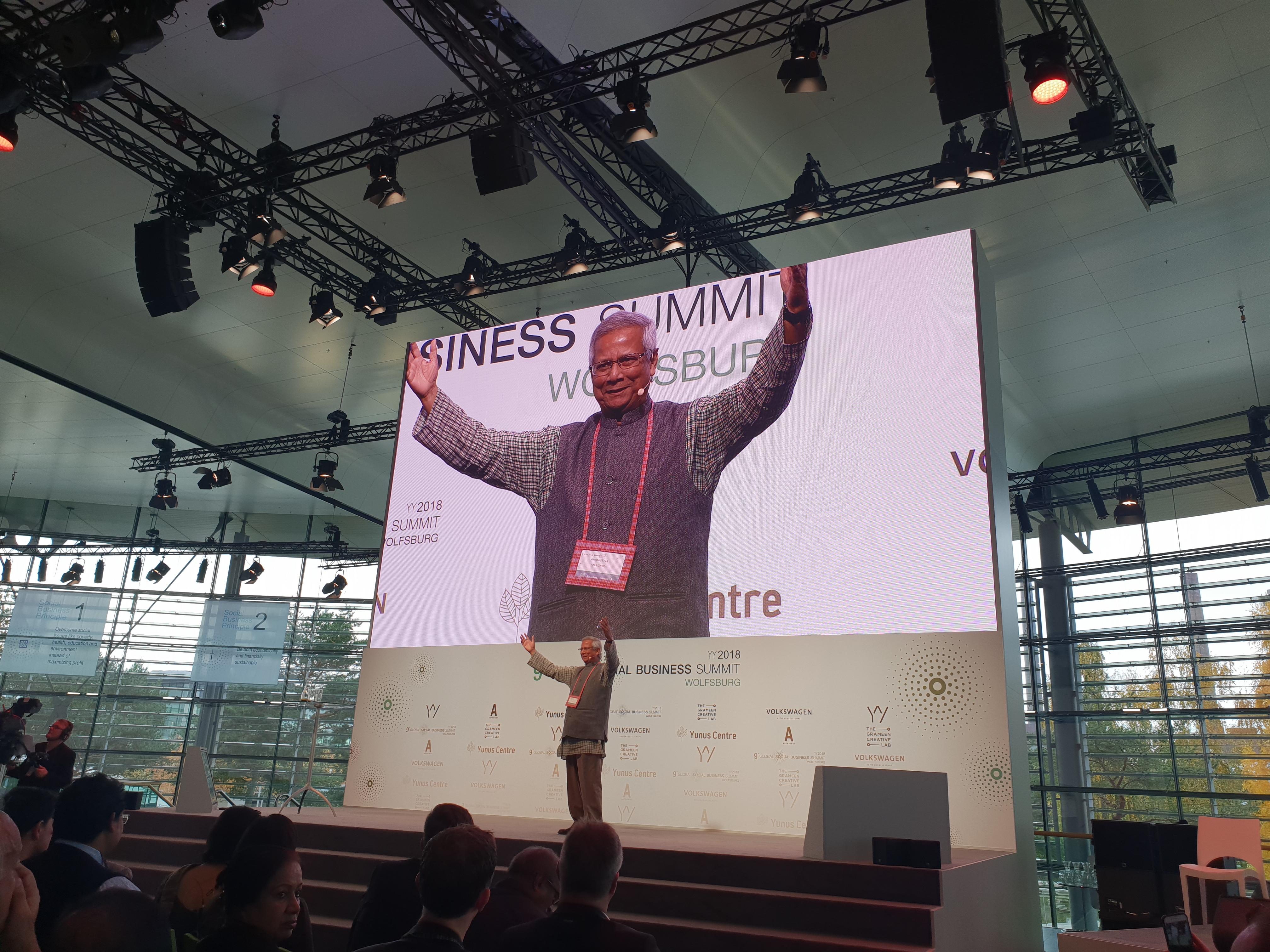 Yunus sul palco